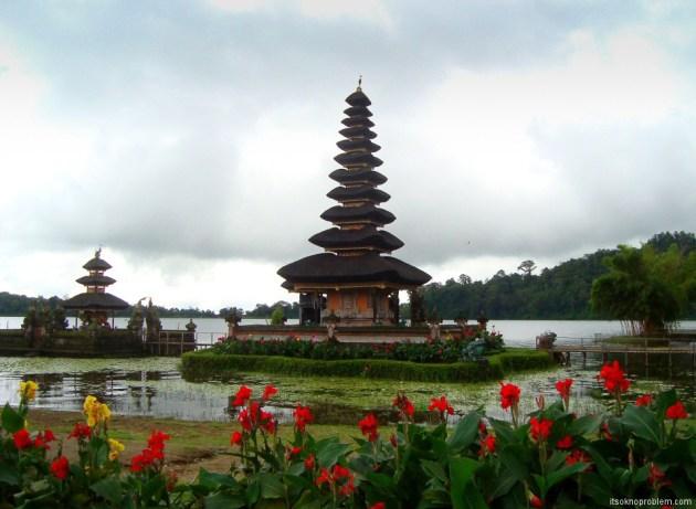 Ботанический сад Бедугул. Храм Пура Улун Дану Братан