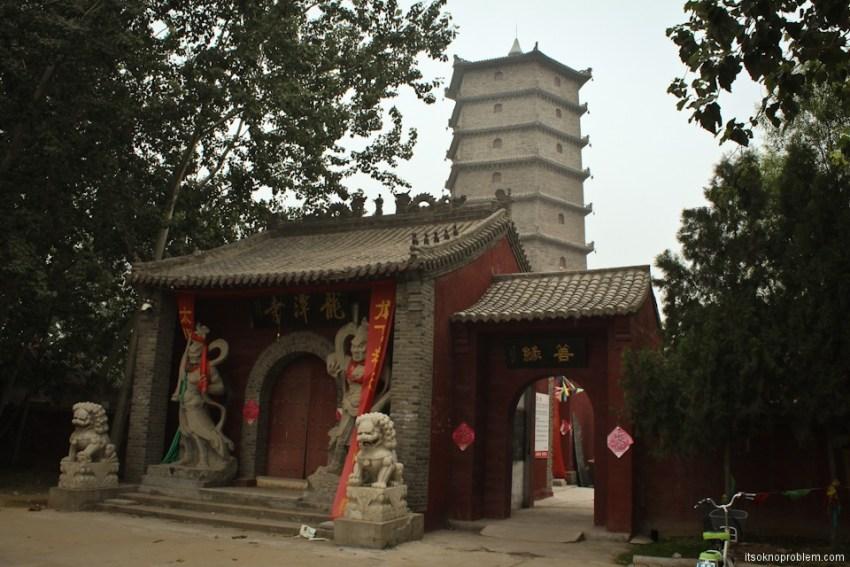 Лонгтан храм на окраинах Баодина