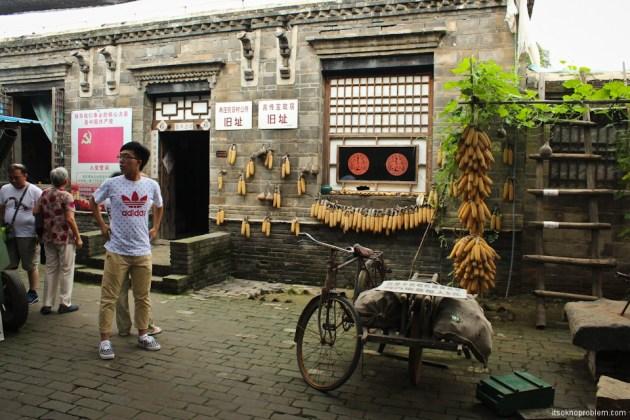 Guerrilla tunnels in the town Zhanchzhuan