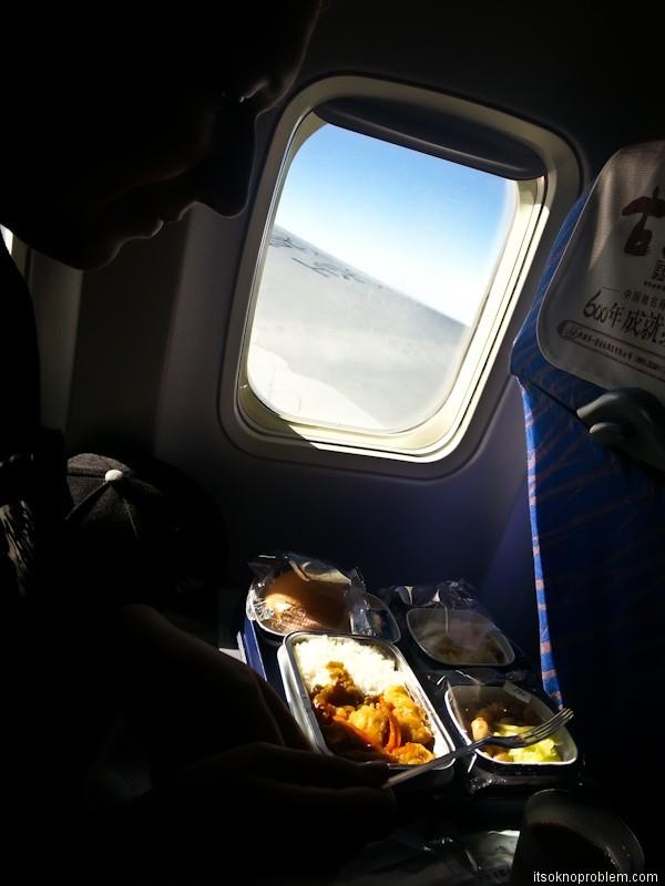 从广州至德里. Еда на борту China Southern