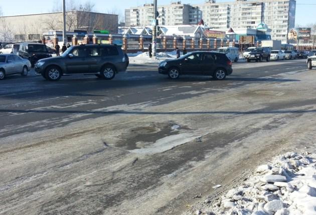 Дороги в Хабаровске - бугры, трещины разломы. Фото