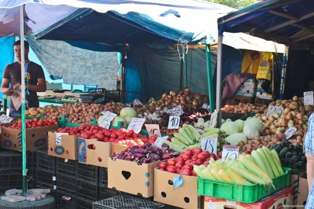 如何生活在克里米亚. 市场在夏季. 价格蔬菜