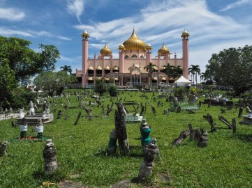 Cemetery in front of Mosque