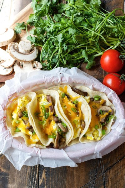 Healthy Meatless Mushroom Breakfast Tacos are full of flavor and delicious ingredients! They are the perfect balanced breakfast to start your day.