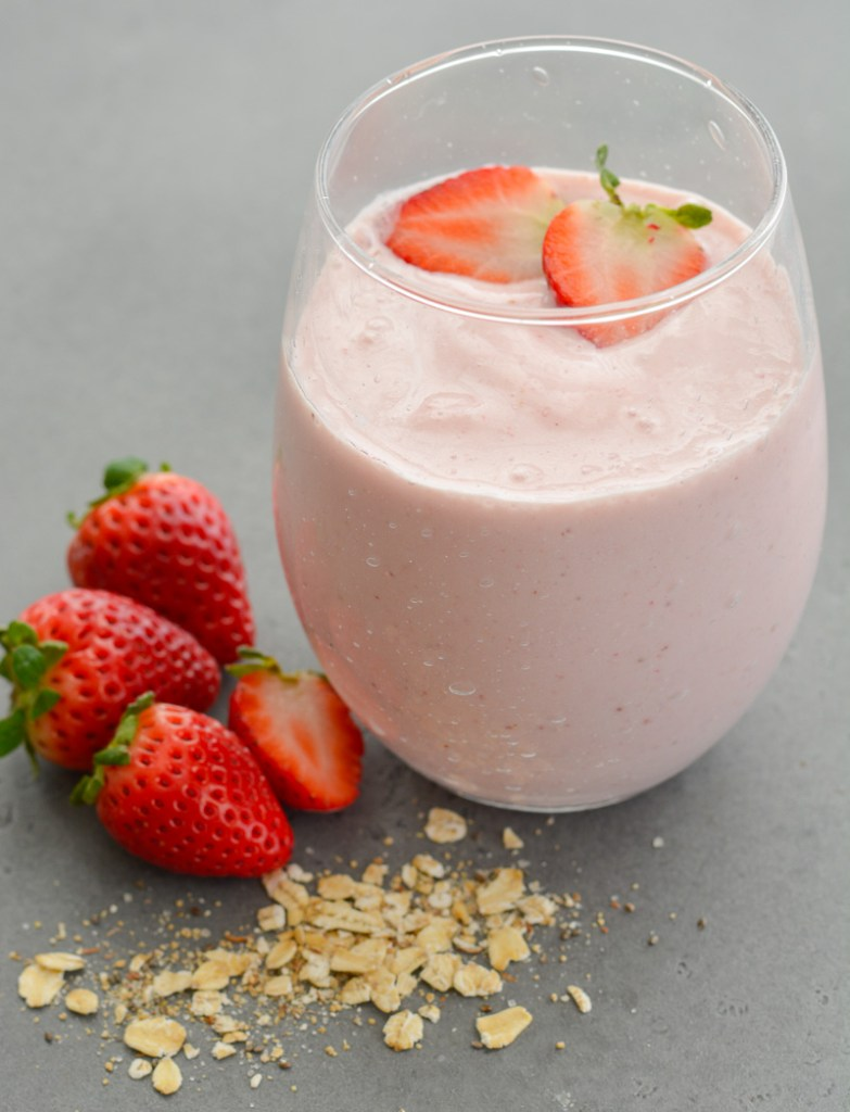 If you are looking for easy, healthy grab and go breakfast recipes this is for you! This Healthy Oatmeal Smoothie features frozen berries, Greek yogurt and a healthy dose of oats to keep you full longer!
