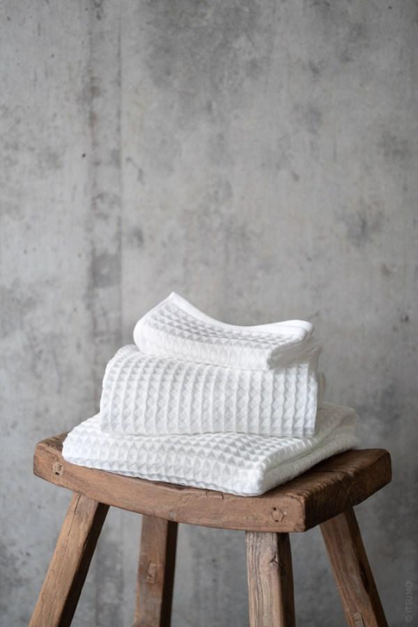 Uchino_Air Waffle Towel_white_top