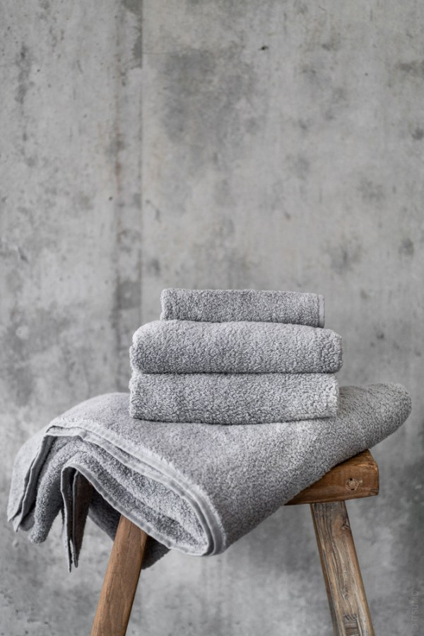 Uchino_CL Zero Twist Towel_grey_top