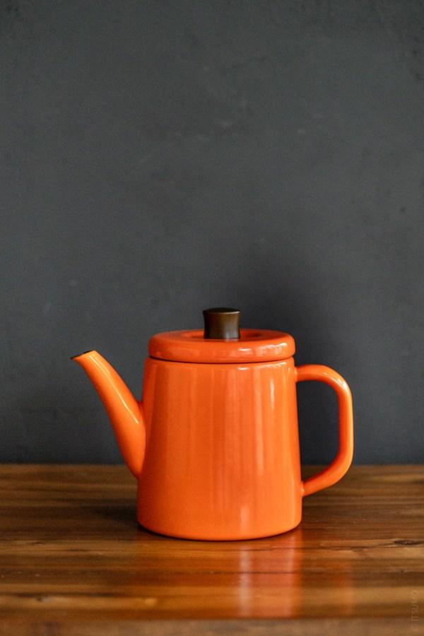 Noda Horo_Enamel Pottle_kettle teapot_orange_top
