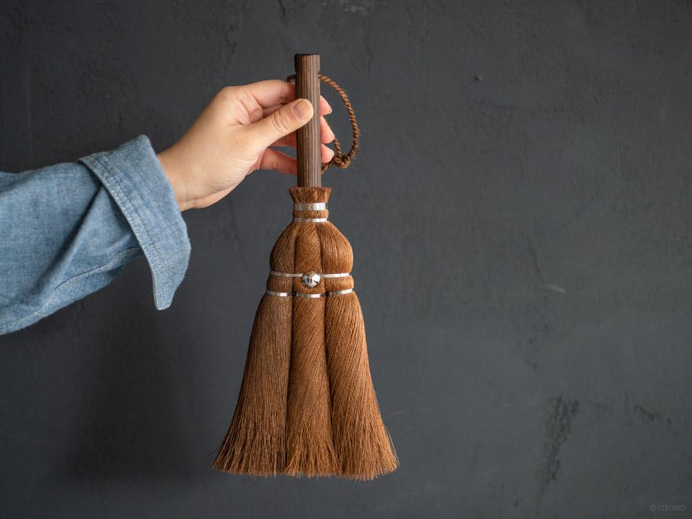 Shuro Handy Broom with Hinoki Handle