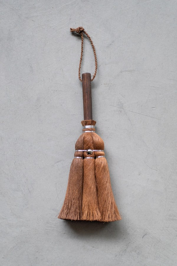 Shuro Handy Broom with Hinoki Handle_top