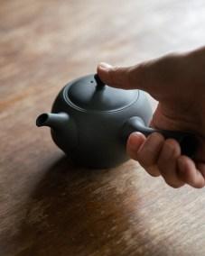 azmaya-round teapot with side handle-1