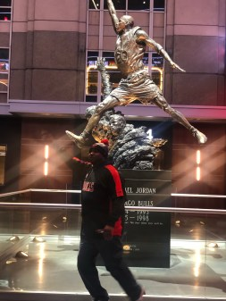trip to Chicago Jordan Statue United Center