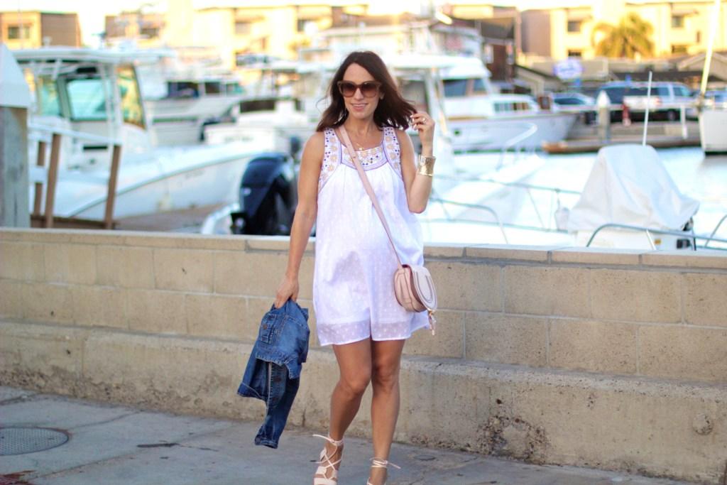 white summer dress, maternity style, itsy bitsy indulgences