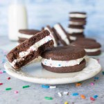 With their cake batter filling and crunchy chocolate cookies, these #chocolate cake batter sandwich #cookies are a sweet treat you need in your life! #Recipe from itsybitsykitchen.com