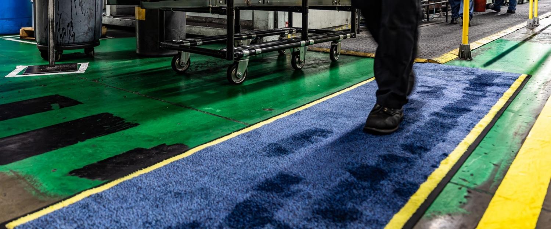 slipbusters blue oil absorbent floor mat