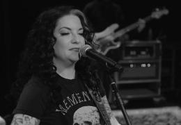 Ashley McBryde - First Thng I Reach For