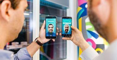Sonría-a-la-cámara--Visa-y-Banco-Neon-lanzan-un-servicio-selfie
