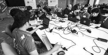 La-Positiva-Seguros-y-CIDE-PUCP-organizan-Hackathon-universitaria
