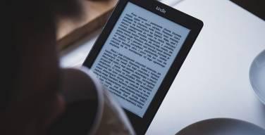 Escuchar-Libros-Es-Más-Emocionante-Que-Mirar-Películas-o-Televisión