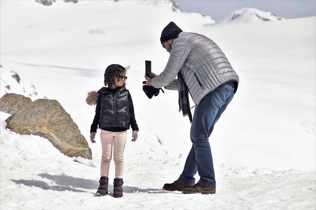 ¿Cómo-impacta-el-uso-de-los-celulares-en-la-relación-entre-adultos-y-niños-