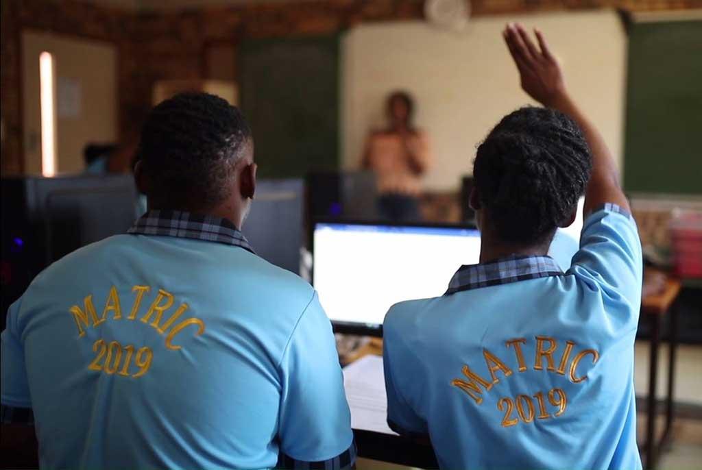 Nissan-ofrece-sistema-de-energía-sostenible-a-escuela-Sudafricana
