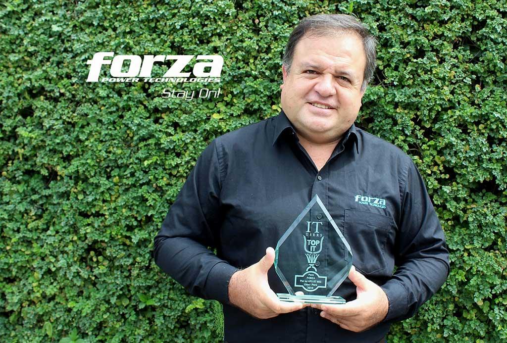 UPS-RT-602-LCD-de-Forza-recibe-un-TOP-IT