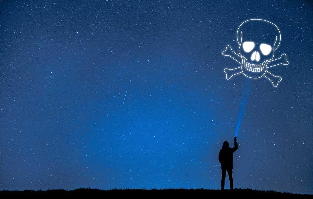 Avast-descubre-apps-de-linterna-en-Google-Play-que-solicitan-hasta-77-permisos
