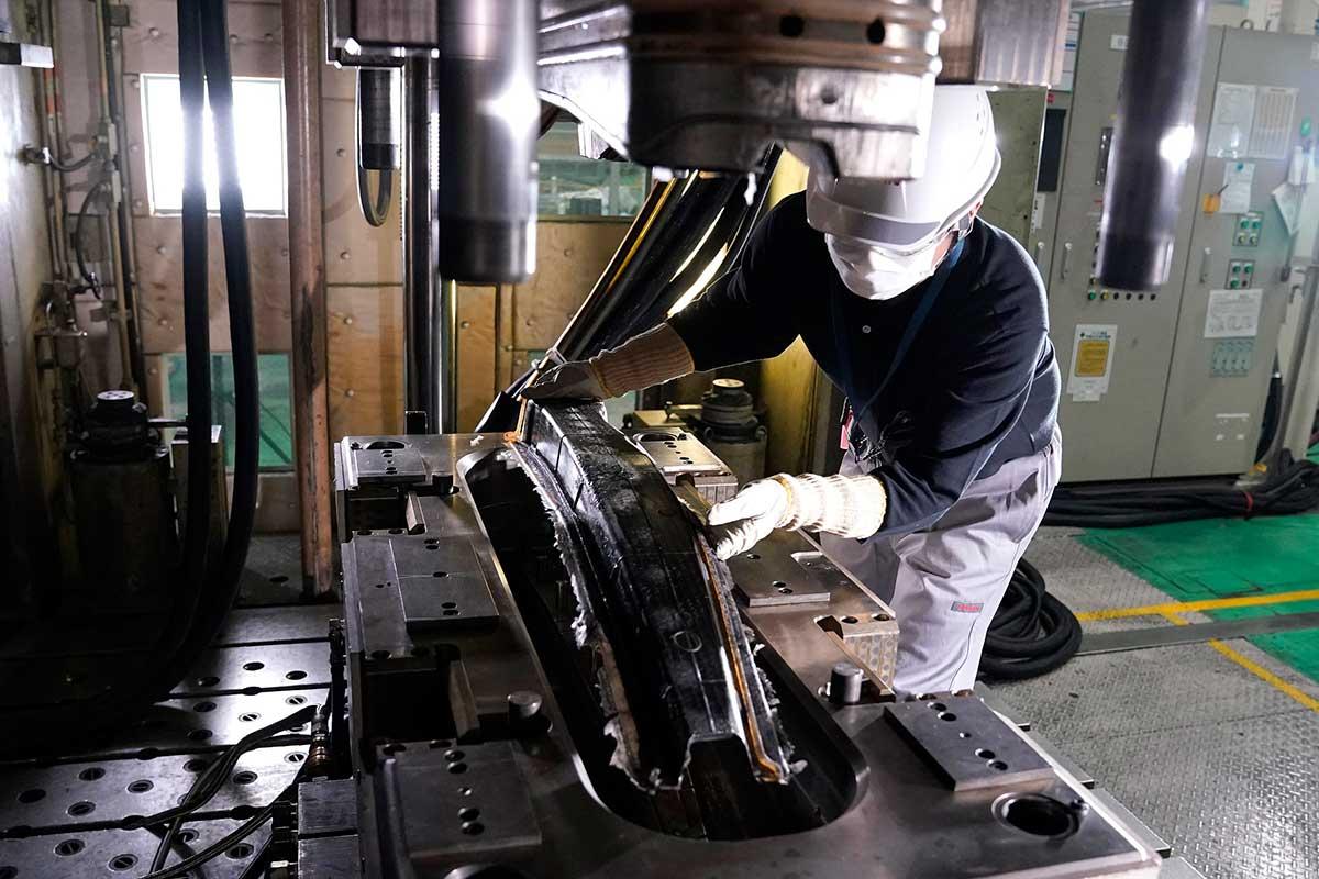 nissan-logra-importantes-avances-en-la-produccion-de-piezas-de-fibra-de-carbono