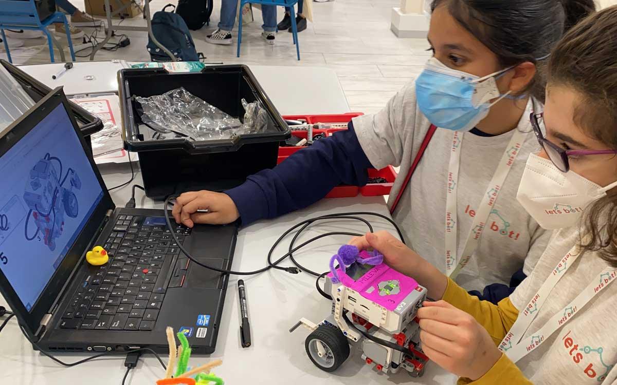 inspiring-girls-y-lets-bot-organizan-un-programa-de-robotica-para-ninas-gitanas-en-madrid
