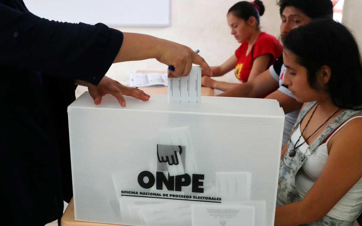 universitarios-crean-plataforma-elegimos-pe-para-ayudar-a-peruanos-a-emitir-un-voto-reflexivo-critico-y-responsable