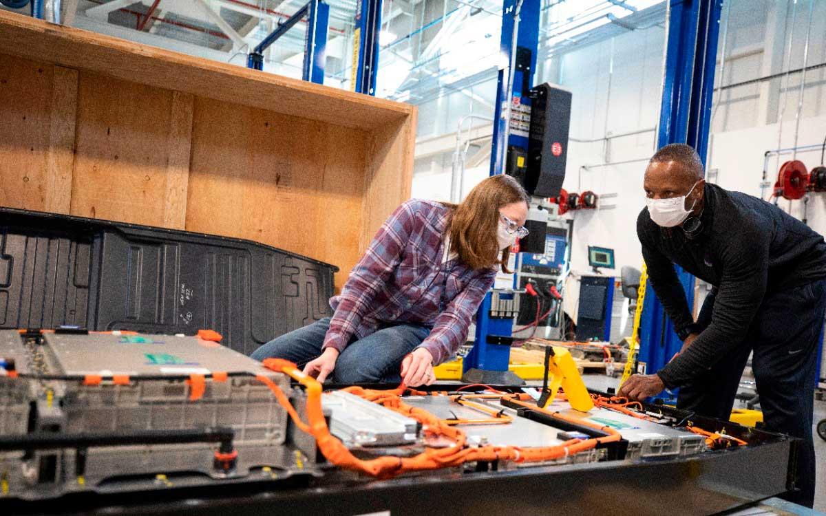 ford-acelera-la-investigacion-y-el-desarrollo-de-baterias-en-ford-ion-park
