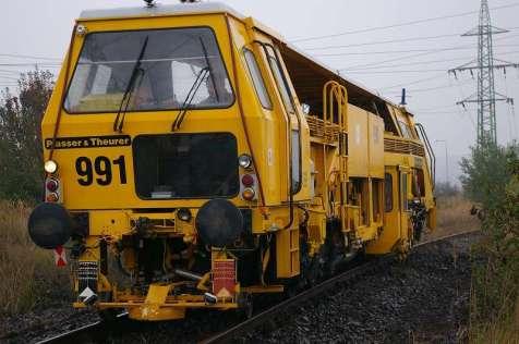 Tato podbíječka kolejí byla vyrobena v roce 1985.