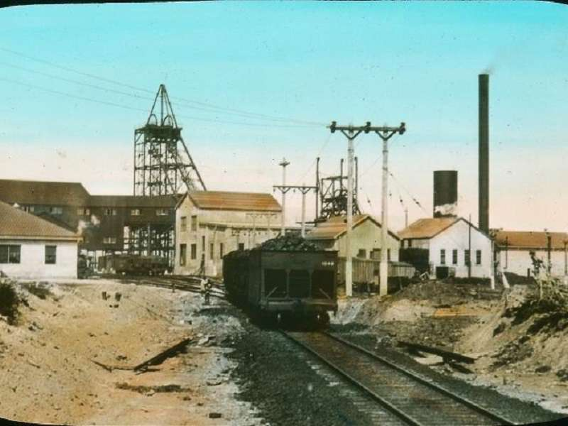 Mine_charbon_Glace_Bay_1930_compressed