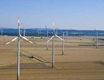 Větrníků se staví méně