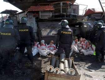 Zahraniční aktivisty budou stíhat doma