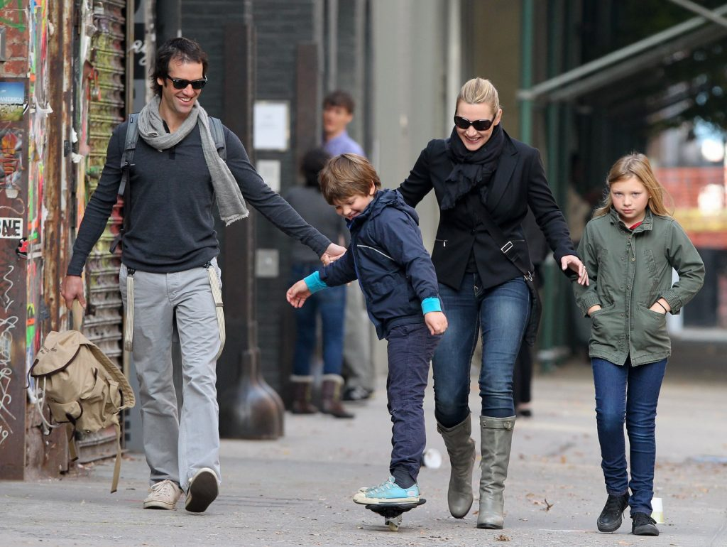kate-strolls-with-ned-and-her-kids-in-nyc_nov-3-11_001