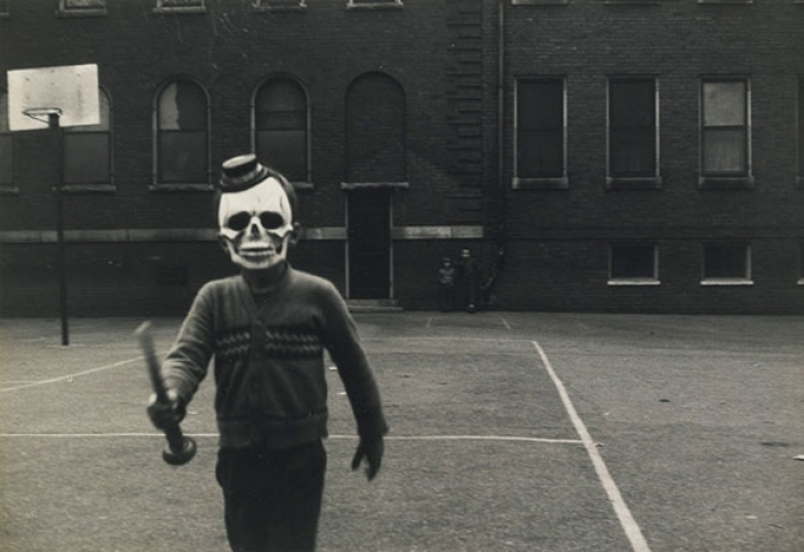 scary-vintage-halloween-creepy-costumes-21-57f64ea45a10e__605_84197300