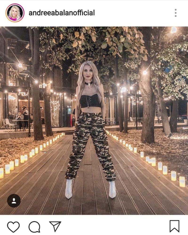 Andreea Bălan a purtat o ținută cu buricul la vedere