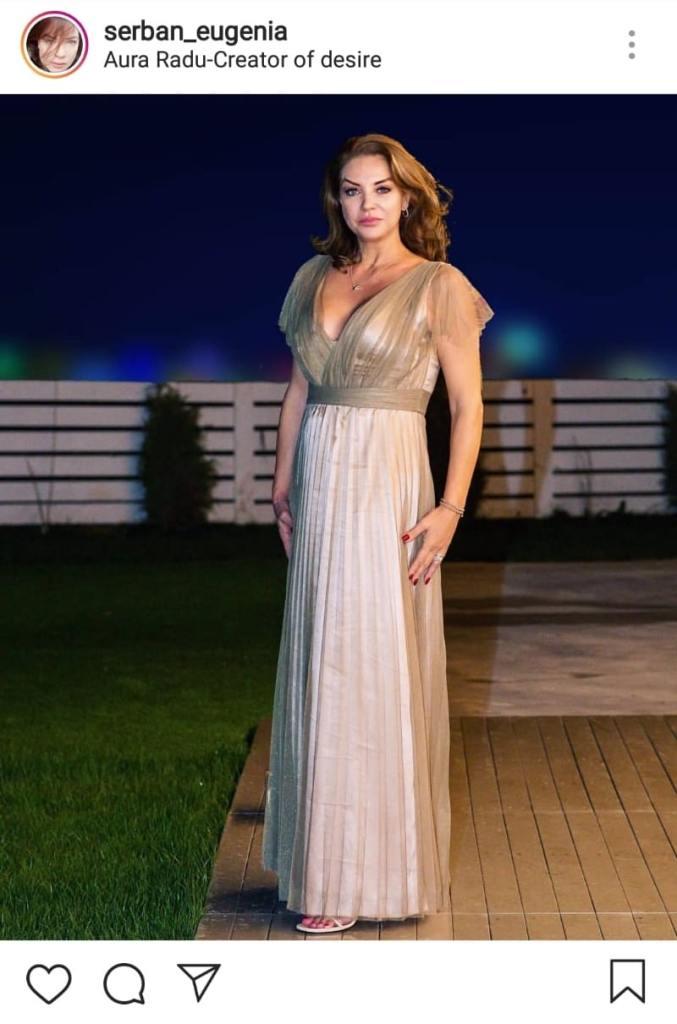 Eugenia Șerban îmbrăcată într-o rochie elegantă