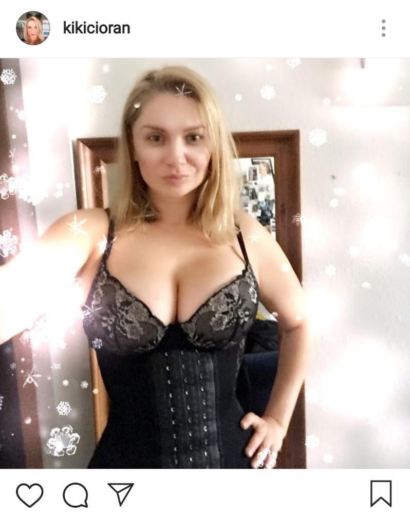 Cristina Cioran s-a pozat în corset
