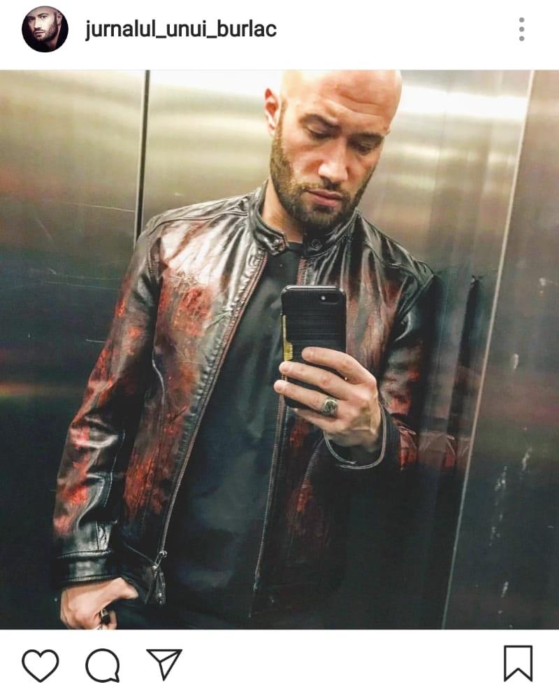 Mihai Bendeac în haină de piele