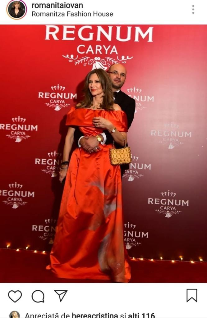 Romanița Iovan, în rochie roșie la un eveniment