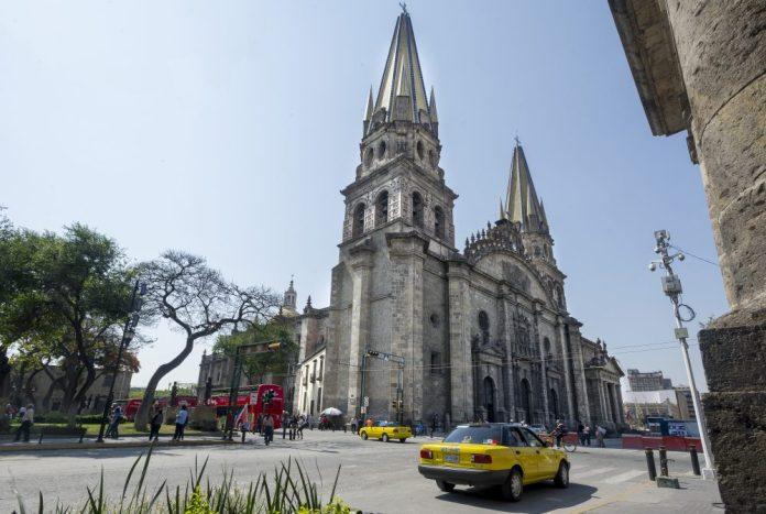 Torre norte de la Catedral padece afectaciones desde la creación del túnel de avenida Hidalgo