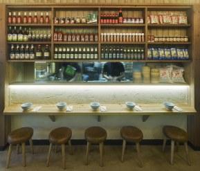 Cocina abierta en diseño de restaurante Koh Lanta en A Coruña (Galicia)