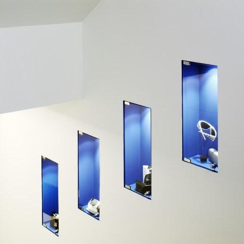 Expositores iluminados en escalera