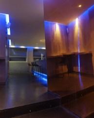 Detalle paramentos verticales inclinados en La Fragua de Vulcano Lounge & Bar