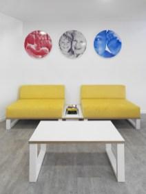 Sala de espera con colores corporativos Connecta
