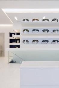 Diseño de óptica en Ponferrada. Detalle expositores horizontales 360º