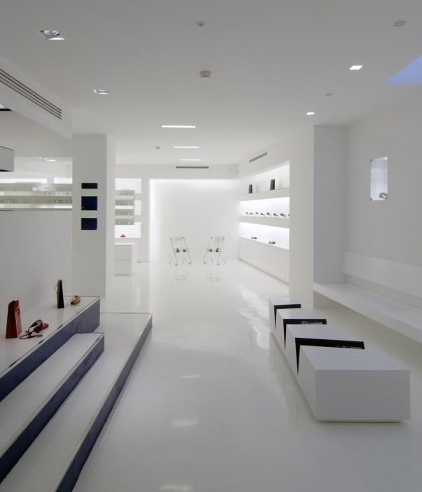 Diseño de óptica en Ponferrada. Mesa revistero de diseño y fabricación propia