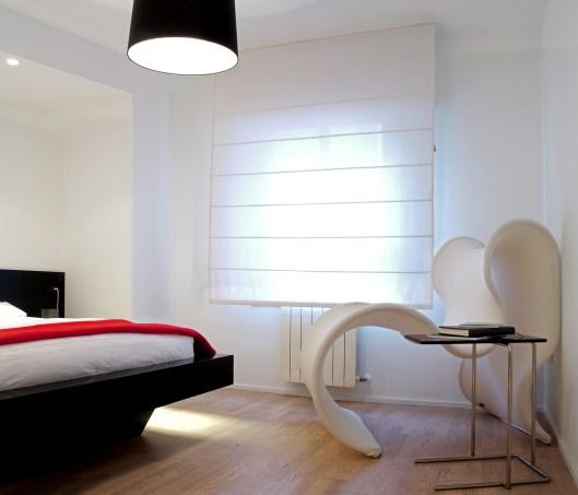 Diseño interior de piso en Galicia. Cama de diseño y fabricación propia